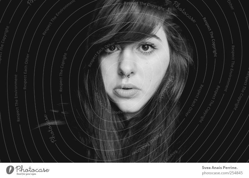 wenn wir wieder werden. Mensch Jugendliche Erwachsene Gesicht dunkel feminin Haare & Frisuren Traurigkeit träumen außergewöhnlich einzigartig 18-30 Jahre Lippen
