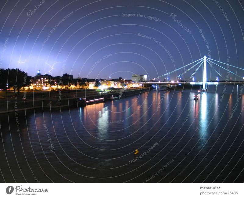 gewitter über köln Blitze Nacht Köln Langzeitbelichtung Stadt Gewitter blau Rhein Fluss Brücke