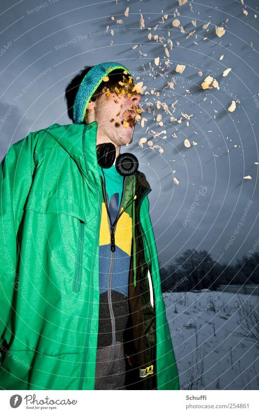 Angriff der Killercornflakes! Mensch Jugendliche blau grün Erwachsene gelb maskulin Coolness bedrohlich 18-30 Jahre Jacke schreien Experiment Aggression