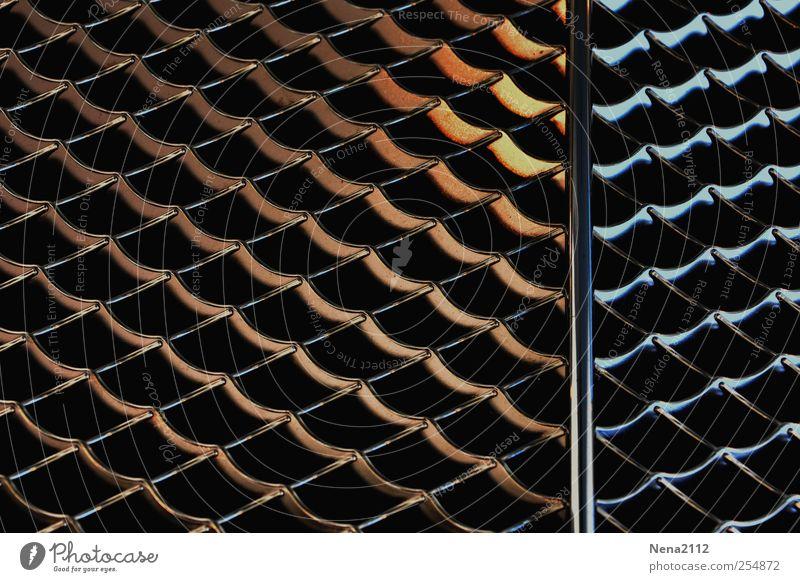 Gold/Silber? Metall Stahl kalt Wärme silber parallel Linie Drahtnetz Chrom Sauberkeit glänzend Kühlergrill Farbfoto Innenaufnahme Nahaufnahme Detailaufnahme