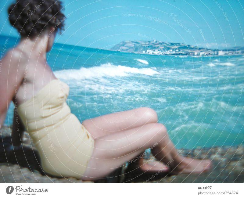 La croisette Frau Ferien & Urlaub & Reisen Strand Küste Sechziger Jahre Unschärfe Meer Wellen