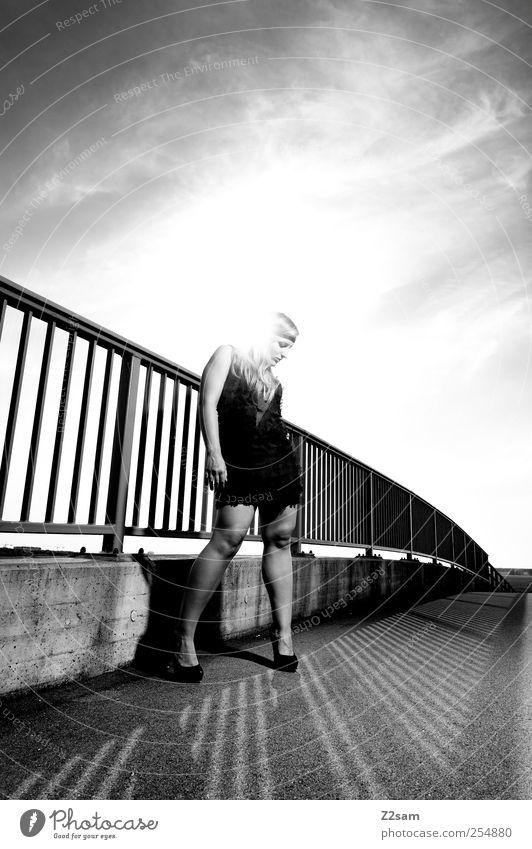 lost Lifestyle elegant Stil feminin Junge Frau Jugendliche 1 Mensch 18-30 Jahre Erwachsene Sonne Sonnenaufgang Sonnenuntergang Sommer Schönes Wetter Brücke