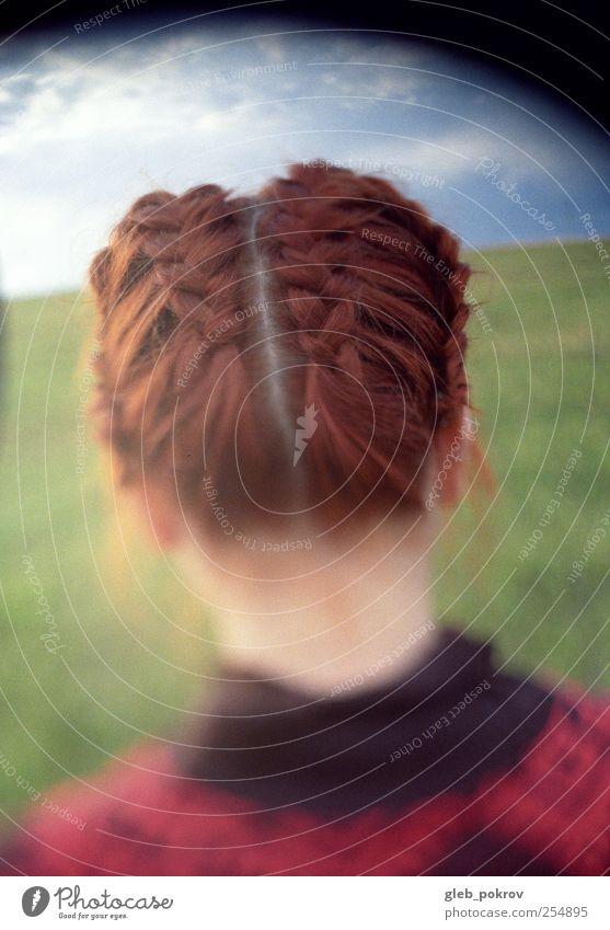 Doc #redone elegant Stil Junge Frau Jugendliche Kopf Haare & Frisuren Rücken 1 Mensch 18-30 Jahre Erwachsene Schönes Wetter Mode Pullover rothaarig Pony gehen