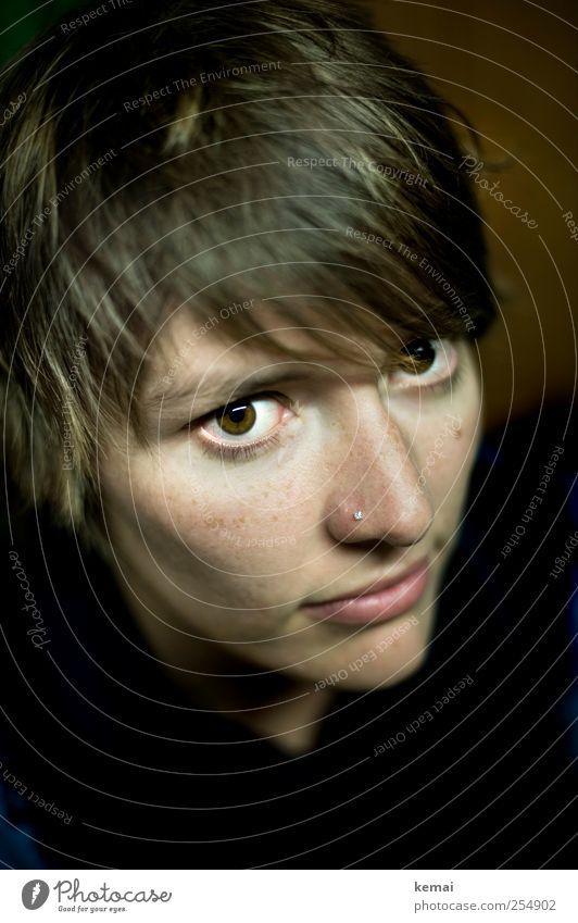 Nummer 1 Mensch Junge Frau Jugendliche Erwachsene Leben Kopf Haare & Frisuren Gesicht Auge Nase Mund 18-30 Jahre Piercing Nasenpiercing brünett Coolness dunkel