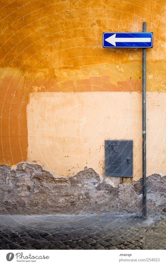 Nothing Left Rom Italien Mauer Wand Verkehrswege Zeichen Schilder & Markierungen Verkehrszeichen Pfeil alt Farbe Wege & Pfade Orientierung Einbahnstraße orange