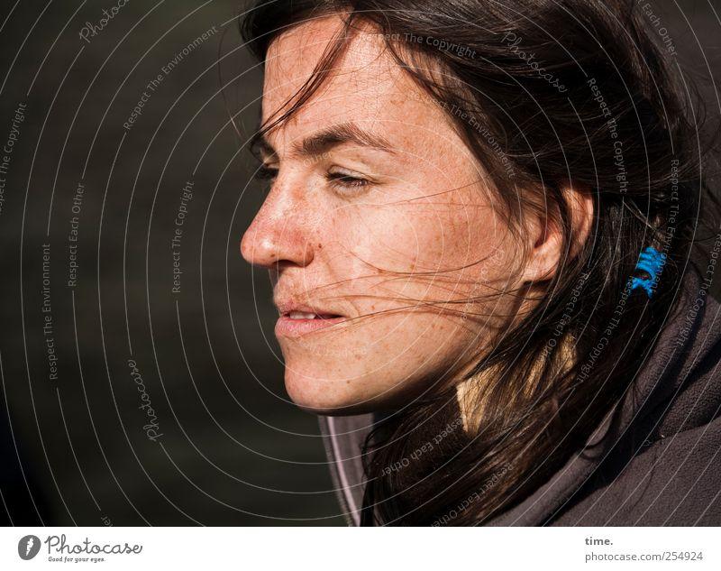 Sonne und Wind Frau Jugendliche blau Auge feminin Erwachsene Haare & Frisuren Mund Lippen Lächeln 18-30 Jahre genießen wehen Zopf Stirn