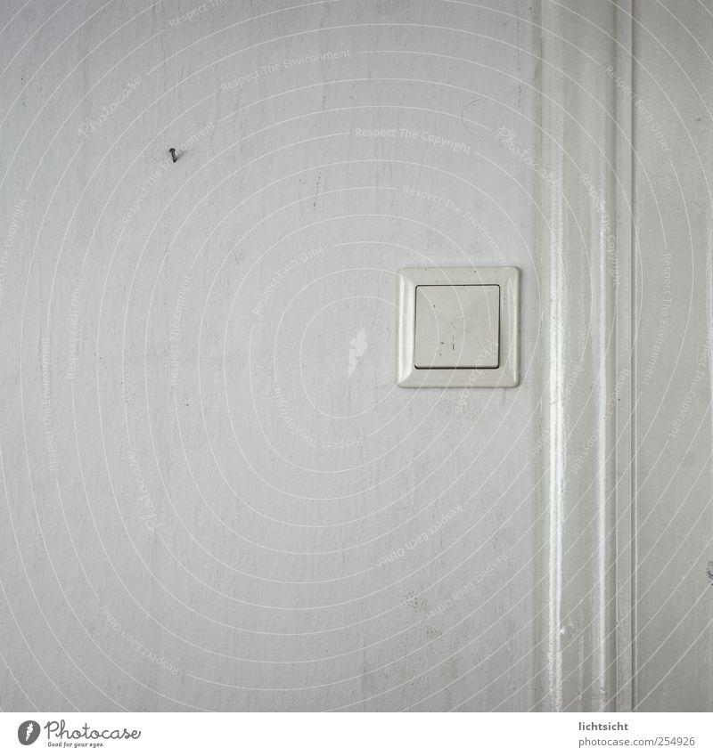 altweiß alt weiß Wand grau Mauer Linie Tür dreckig streichen Umzug (Wohnungswechsel) Tapete Rahmen Schalter Nagel Klingel