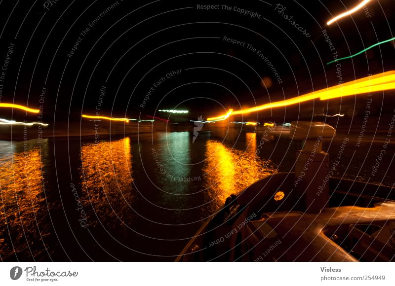 venetian lights III Schifffahrt Binnenschifffahrt Hafen leuchten Vaporetto Laguneninseln Venedig Italien Bootsfahrt Passagierschiff Farbfoto Außenaufnahme Nacht