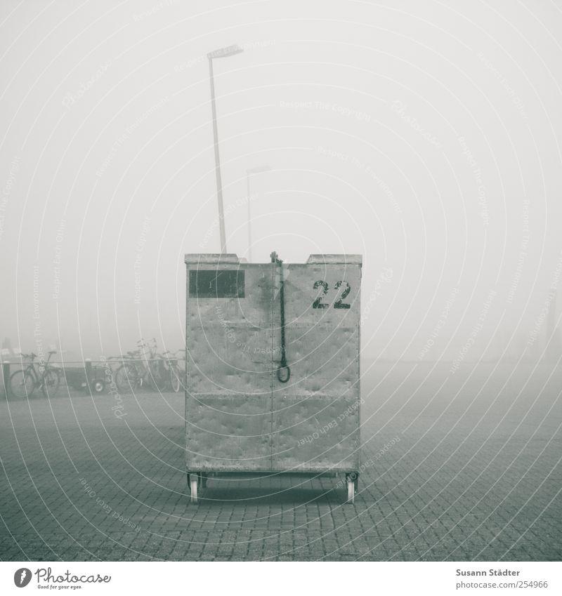 22   Spiekeroog Güterverkehr & Logistik Schifffahrt Binnenschifffahrt Fähre Fischerboot Hafen stehen dunkel Nebel Nebelschleier Laterne Container