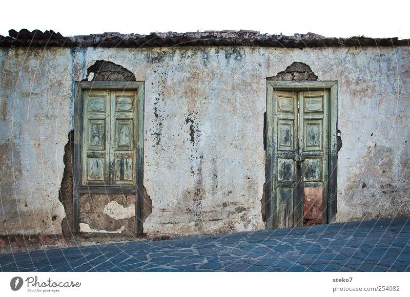 222 Haus Mauer Wand Fassade Tür alt trist Verfall mediterran Teneriffa Außenaufnahme Menschenleer Textfreiraum oben
