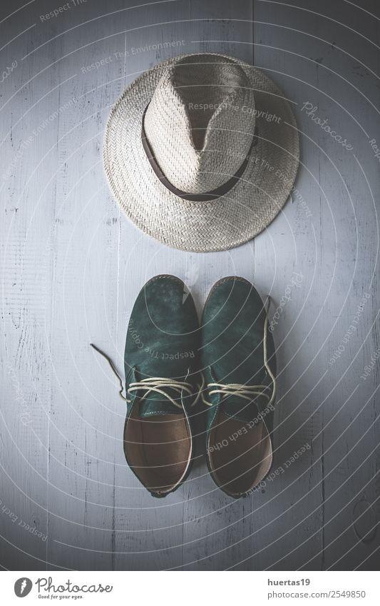 Kleidungsset und verschiedene Accessoires Lifestyle kaufen Stil Design Leben Ferien & Urlaub & Reisen Tisch Schere Maßband Mann Erwachsene Mode Bekleidung Hemd