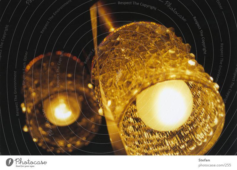 Oldstyle lamp Lampe Glühbirne dunkel Häusliches Leben Glas Regenschirm Lampenschrim Perspektive DDR Anschnitt