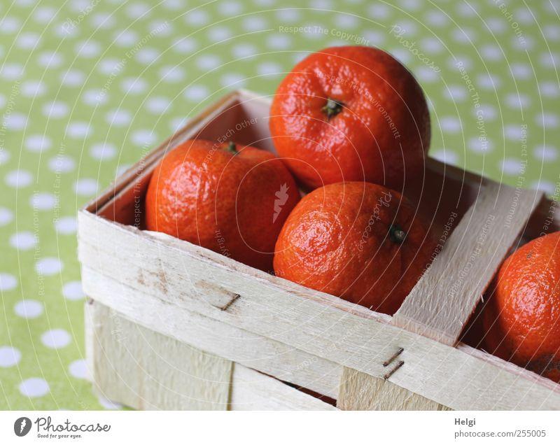 greift zu.... weiß grün orange liegen Frucht Orange Lebensmittel frisch authentisch Ernährung ästhetisch rund einzigartig Punkt Appetit & Hunger lecker