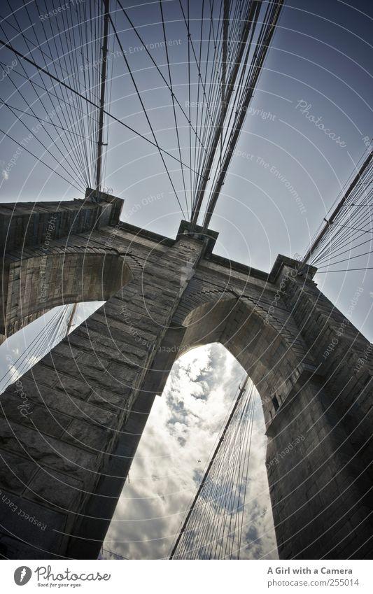 love NYC Himmel Sommer Wolken Wand Architektur Mauer Stein hoch groß außergewöhnlich verrückt authentisch Brücke Coolness USA Bauwerk