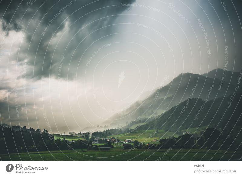Gewitterwolken im Allgäu Himmel Natur Pflanze Landschaft Haus Wolken Ferne Berge u. Gebirge dunkel Wiese Regen Horizont Idylle bedrohlich Gipfel Hügel