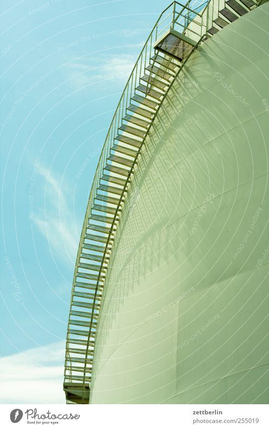 Tank Wand Mauer Metall Treppe Güterverkehr & Logistik Fabrik Stahl Kurve aufsteigen Behälter u. Gefäße Industrieanlage Wahrheit heizen Vorrat Abstieg