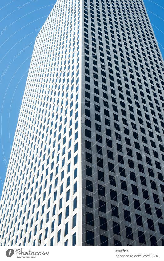 kästchen Stadt Hochhaus USA New Orleans kariert Blauer Himmel graphisch Farbfoto Menschenleer Textfreiraum links Textfreiraum oben Froschperspektive Weitwinkel