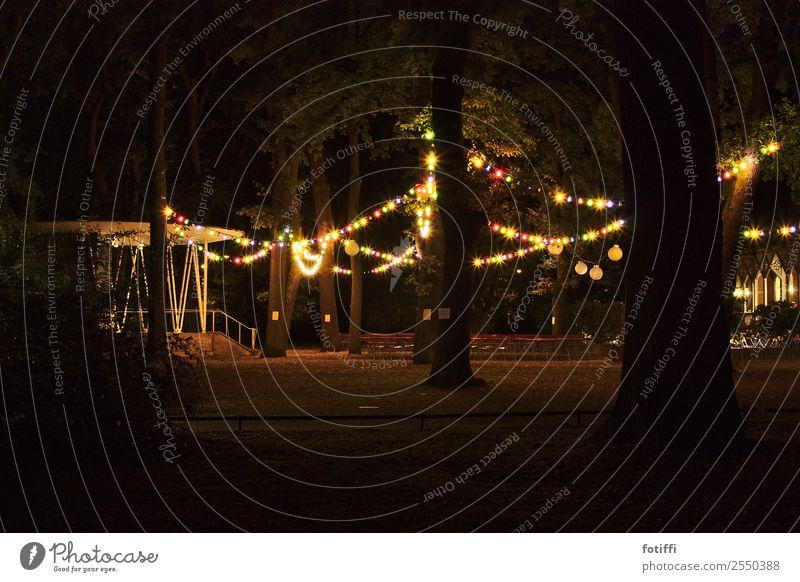 lichtbubbel Stadt Baum Wald dunkel Leben Beleuchtung Stimmung Park Treppe leuchten glänzend Fröhlichkeit rund Hoffnung Kitsch trashig