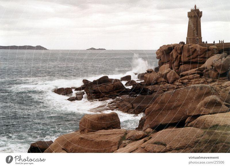 Leuchtturm Frankreich Wasser Meer Wellen Felsen