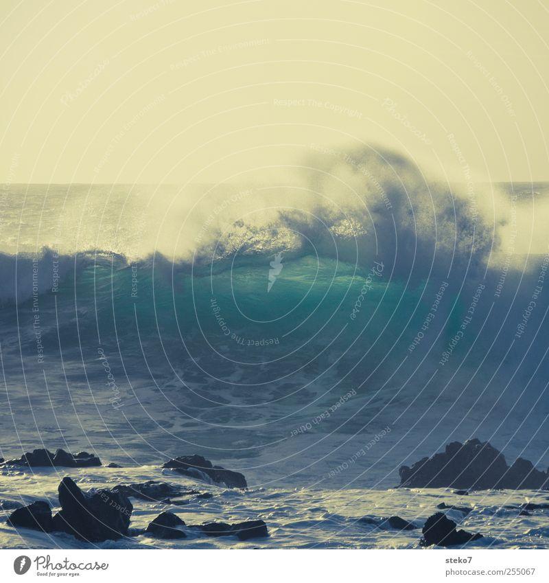 splash II Wasser blau grün Meer gelb Küste Wellen Felsen Brandung Gischt schäumen Retro-Farben