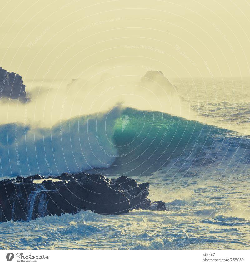 splash III Wasser blau grün Meer gelb Küste Wellen Wind Brandung Klippe Gischt