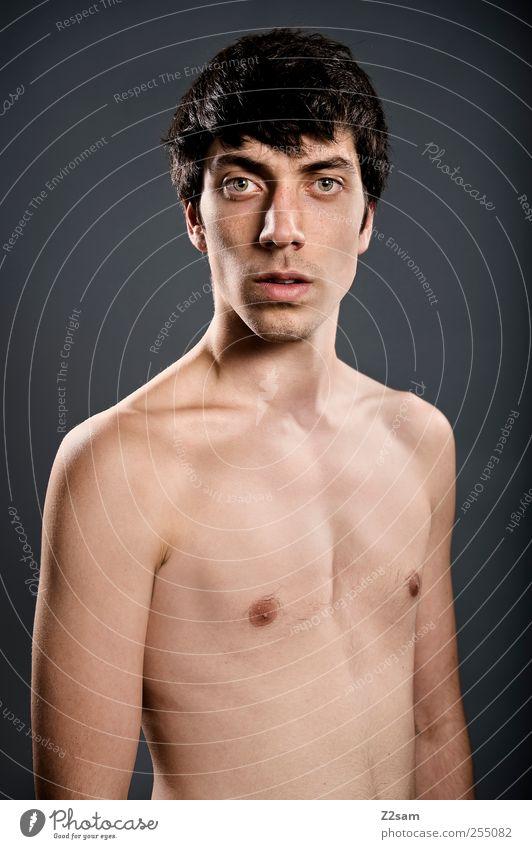 Straight II Mensch maskulin Junger Mann Jugendliche 1 18-30 Jahre Erwachsene schwarzhaarig kurzhaarig Blick authentisch eckig einfach einzigartig kalt natürlich
