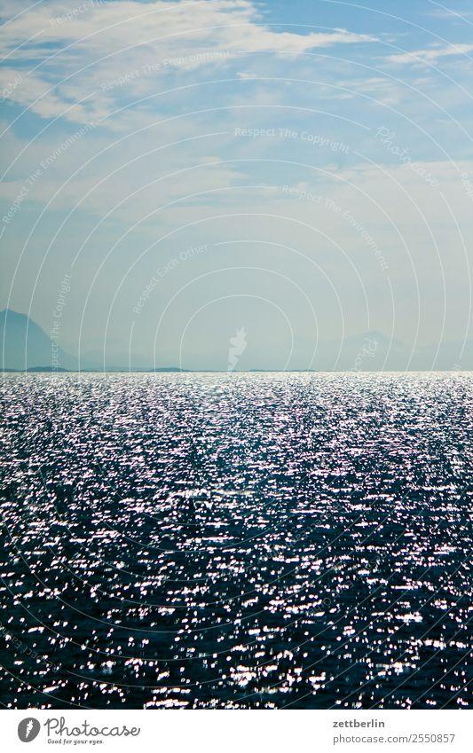 Meer Himmel Natur Ferien & Urlaub & Reisen Himmel (Jenseits) Wasser Landschaft Wolken Reisefotografie Textfreiraum Wasserfahrzeug Horizont glänzend Europa