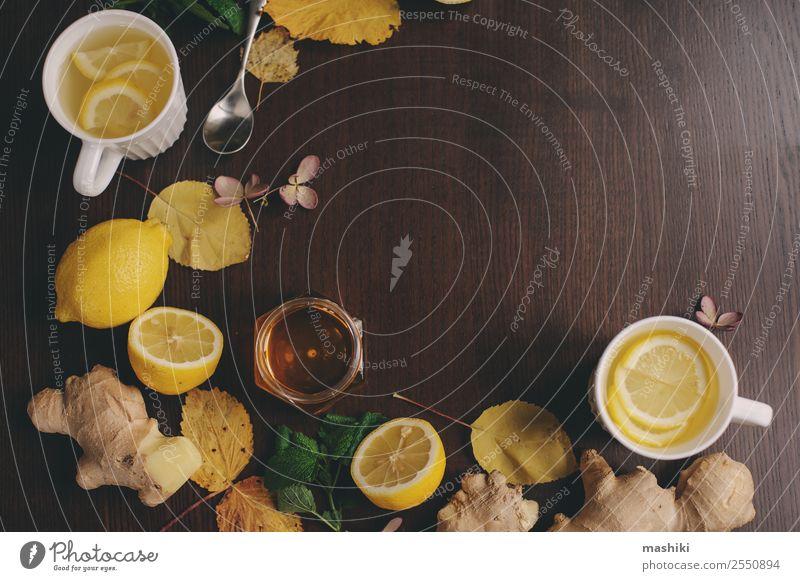 Kochen von Ingwer, Zitrone und Honig Heißer Tee Frucht Kräuter & Gewürze Vegetarische Ernährung Getränk Alternativmedizin Winter Wärme frisch heiß natürlich