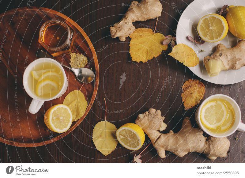 Kochen von Ingwer, Zitrone und Honig Heißer Tee Frucht Kräuter & Gewürze Vegetarische Ernährung Getränk Alternativmedizin Winter Tisch Küche frisch heiß