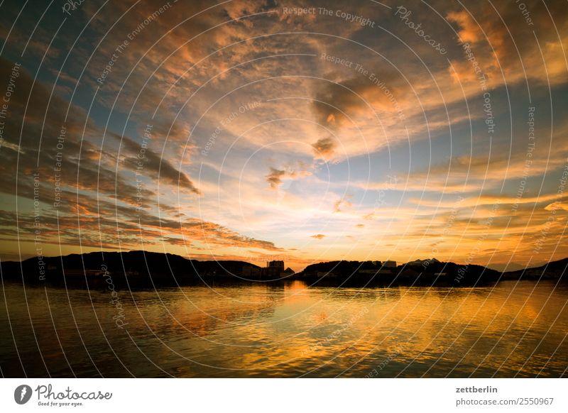 Abendhimmel in Bodø Himmel Ferien & Urlaub & Reisen Himmel (Jenseits) Wasser Landschaft Wolken Reisefotografie Ferne Textfreiraum Felsen Horizont Europa Insel