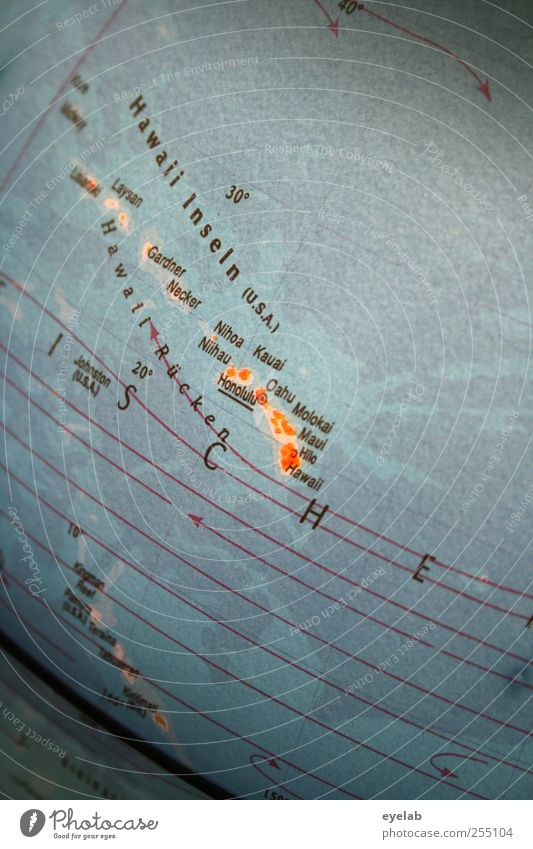 Globalisierung (2) Umwelt Erde Kunststoff Zeichen Schriftzeichen Ziffern & Zahlen dreckig groß rund mehrfarbig Wissen Globus Landschaft Lampe Geografie Meer