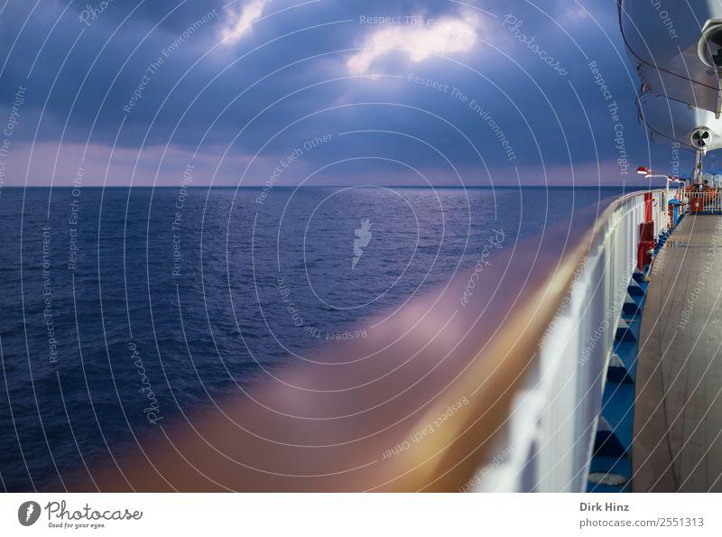 Fährfahrt auf dem Mittelmeer Ferien & Urlaub & Reisen Tourismus Ausflug Ferne Freiheit Kreuzfahrt Wellen Landschaft Wasser Wolken Horizont schlechtes Wetter