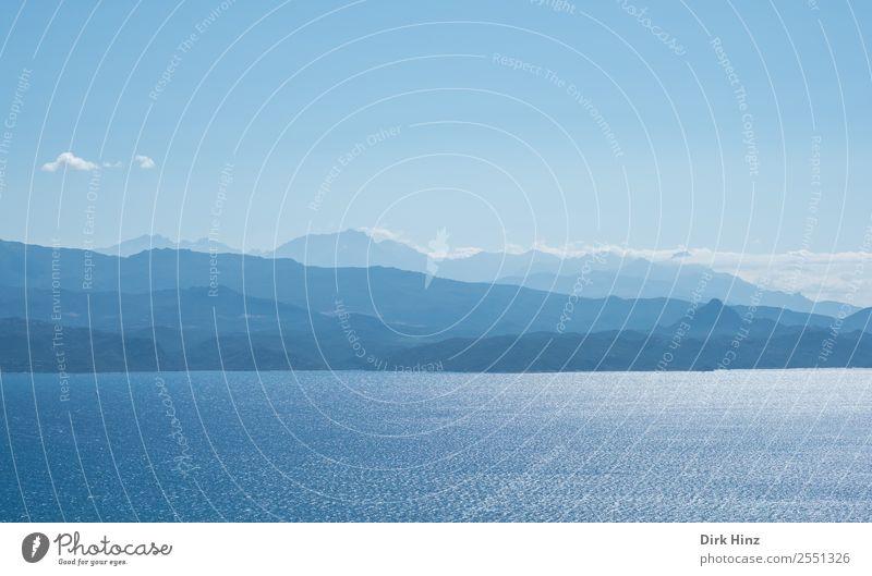 Korsische Westküste Umwelt Natur Landschaft Wasser Himmel Horizont Schönes Wetter Hügel Berge u. Gebirge Wellen Küste Bucht Meer Insel natürlich blau Fernweh