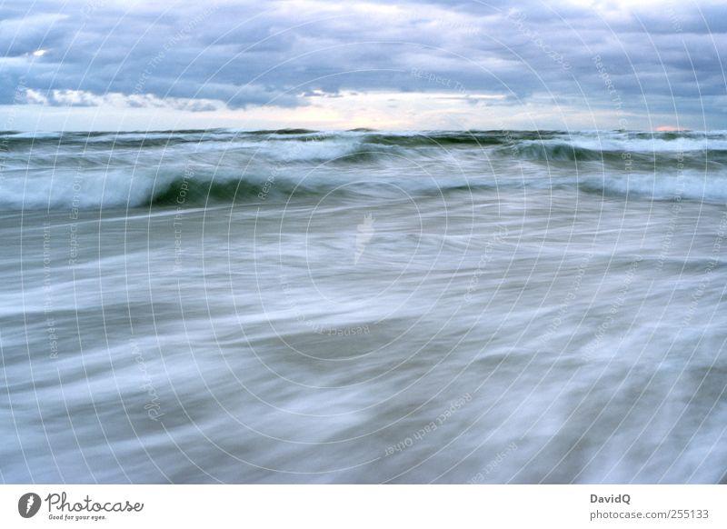 steife Briese Umwelt Natur Landschaft Wasser Himmel Klima Wetter schlechtes Wetter Unwetter Wind Sturm Wellen Küste Strand Ostsee Bewegung Kraft