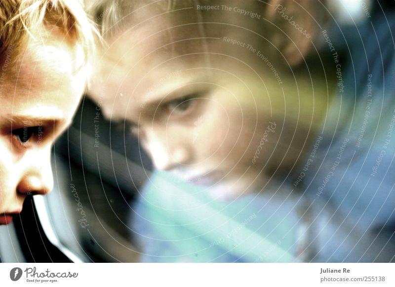 Kind   Zugfahrt I Mensch Kind Ferien & Urlaub & Reisen Ferne Erholung Gefühle Junge Kopf Bewegung Denken träumen Kindheit Freizeit & Hobby blond Ausflug fahren