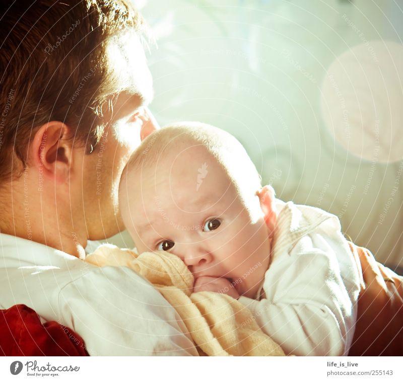chillen mit papa Mensch Mann Erwachsene Gesicht Erholung Familie & Verwandtschaft Kindheit Zusammensein Baby maskulin Lebensfreude genießen Eltern Kindererziehung Faust Verantwortung