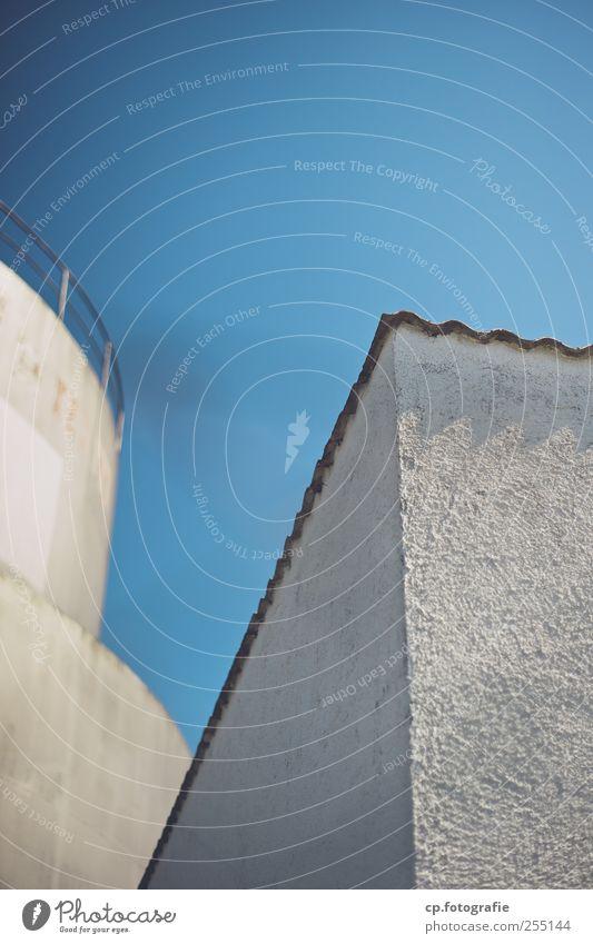 Himmelblau weiß Gebäude Fassade Ecke Schönes Wetter Putz Silo