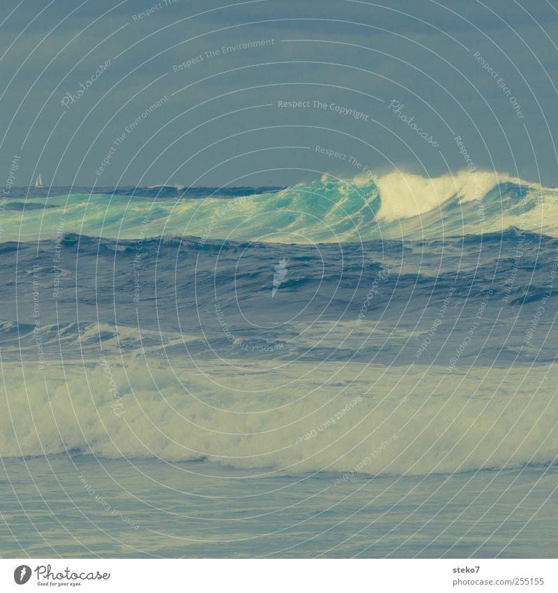 wütender Horizont Himmel grün Meer gelb grau Wellen bedrohlich Sturm Brandung schlechtes Wetter Segelboot Retro-Farben