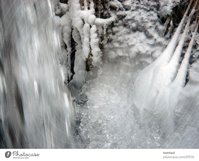 eiswasser weiß Kraft sprudelnd Wasserwirbel frisch Eis Schnee Klarheit