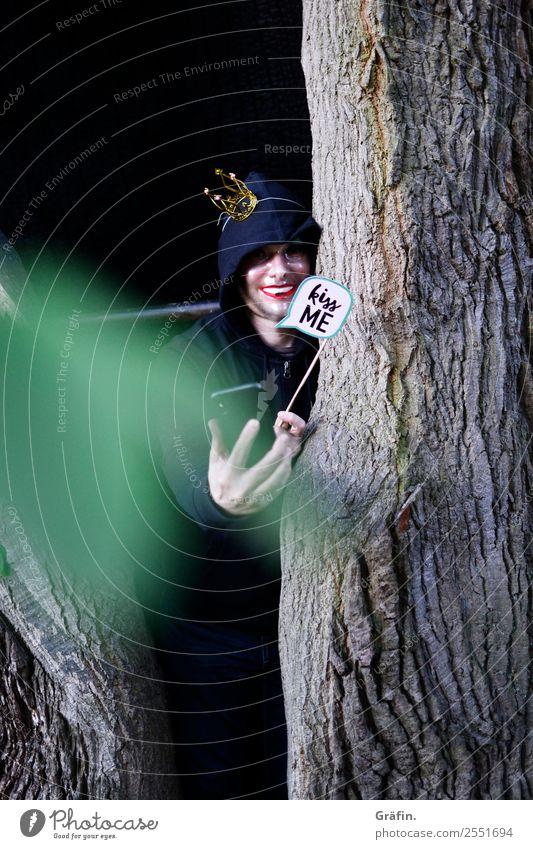 Täuschungsmanöver Spielen verkleiden verstecken Handy Mensch maskulin Mann Erwachsene 1 Umwelt Natur Sommer Baum Park Wald beobachten Telefongespräch bedrohlich
