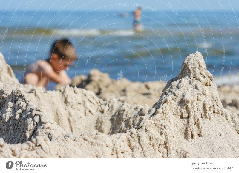 Kleckerburg am Strand Kind Ferien & Urlaub & Reisen Jugendliche Sommer Sonne Meer Erholung Freude Ferne Leben Frühling Küste Junge Tourismus Spielen Freiheit