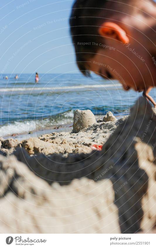 Immer die Burg im Blick! Kind Ferien & Urlaub & Reisen Jugendliche Sommer Sonne Meer Freude Gesicht Leben Herbst Frühling Junge Spielen Tourismus Freiheit Kopf
