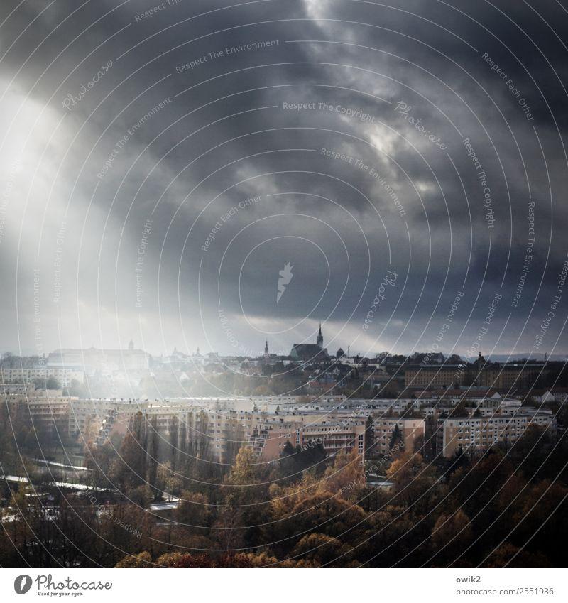 Straßenbeleuchtung Umwelt Natur Himmel Wolken Horizont Herbst Schönes Wetter Regen Baum Bautzen Lausitz Deutschland Kleinstadt Stadtzentrum Haus Kirche Dom