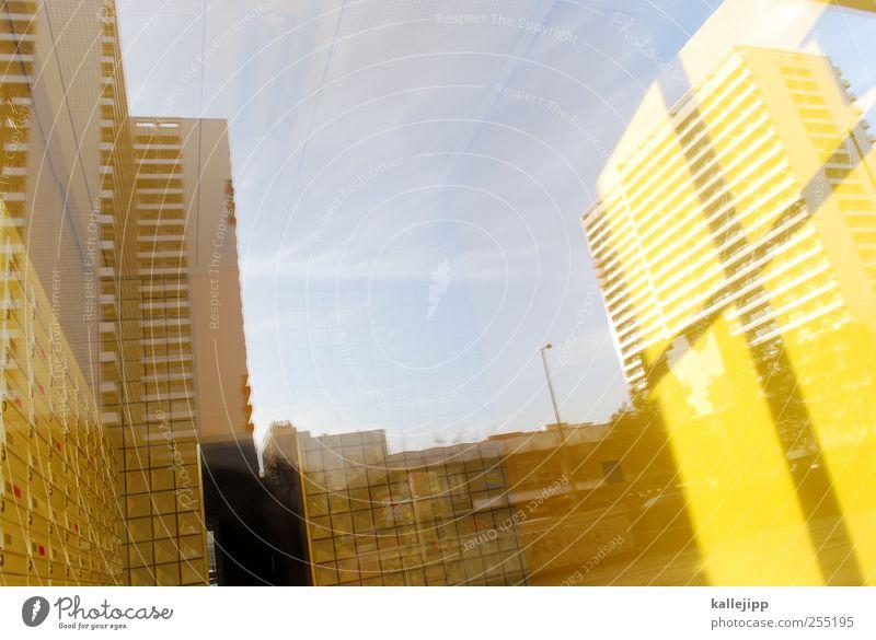 windows 7 pc Stadt Haus Fenster leuchten Autofenster Kreuz Christliches Kreuz Hochhaus Straße Farbfoto mehrfarbig Außenaufnahme Innenaufnahme Menschenleer Licht