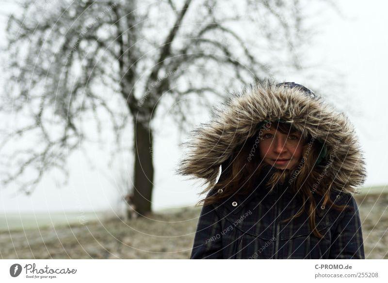 Winterportrait Mensch Jugendliche Baum kalt Glück Wetter Kindheit Eis Zufriedenheit maskulin stehen Frost beobachten frieren 13-18 Jahre