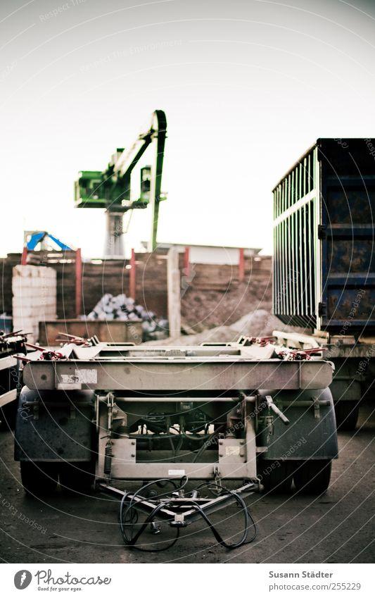industrie Berufsverkehr Güterverkehr & Logistik Straßenverkehr Lastwagen Stimmung Container LKW-Anhänger Kran Industriefotografie Baustelle Hafen Außenaufnahme