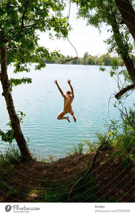 Lebensfreude Freude Freizeit & Hobby Freiheit Sommer Schwimmen & Baden maskulin Junger Mann Jugendliche 1 Mensch 18-30 Jahre Erwachsene Natur Schönes Wetter