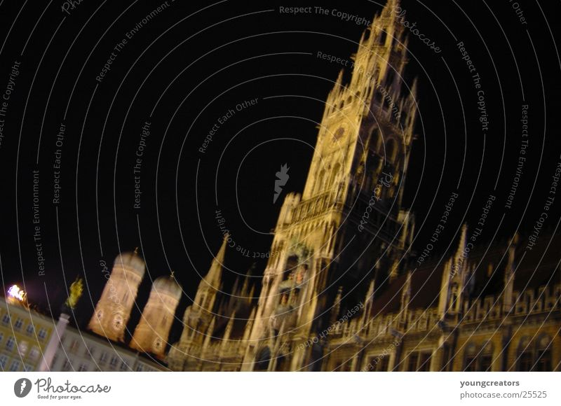 munich downtown at nicht 2 München Nacht Rathaus Rathausturm Architektur Frauenkirche Religion & Glaube Kirchturm Turm