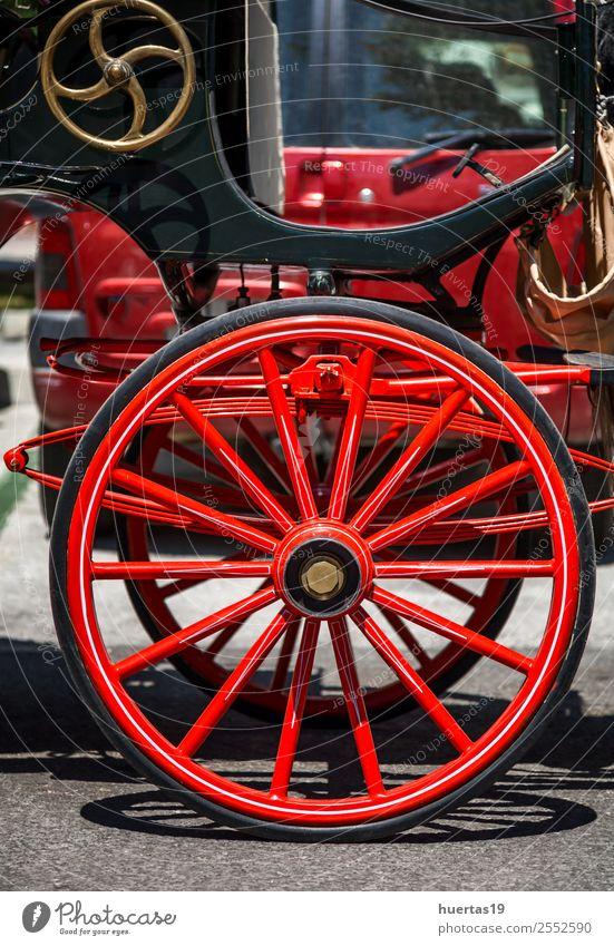 Typisches Auto Spanische Pferde Verkehr PKW Tier alt Freundlichkeit Fröhlichkeit rot Wagen typisch Spanien Mijas Malaga Andalusien Rad Holz klassisch