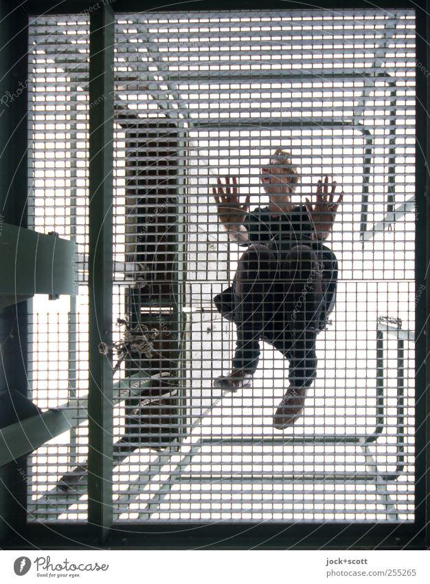Spinnenfrau Stil Frau Erwachsene Hand Beine 1 Mensch 30-45 Jahre Hamburger Hafen Metall Linie Netzwerk knien lachen außergewöhnlich eckig einfach fest grau